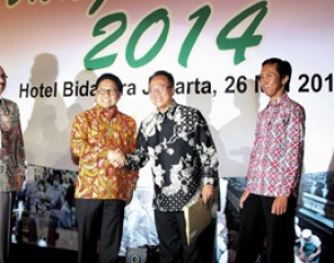 <strong>Head of Corporate Affairs Sarihusada Arif Mujahidin menerima Penghargaan Zero Accident Award tahun 2</strong>